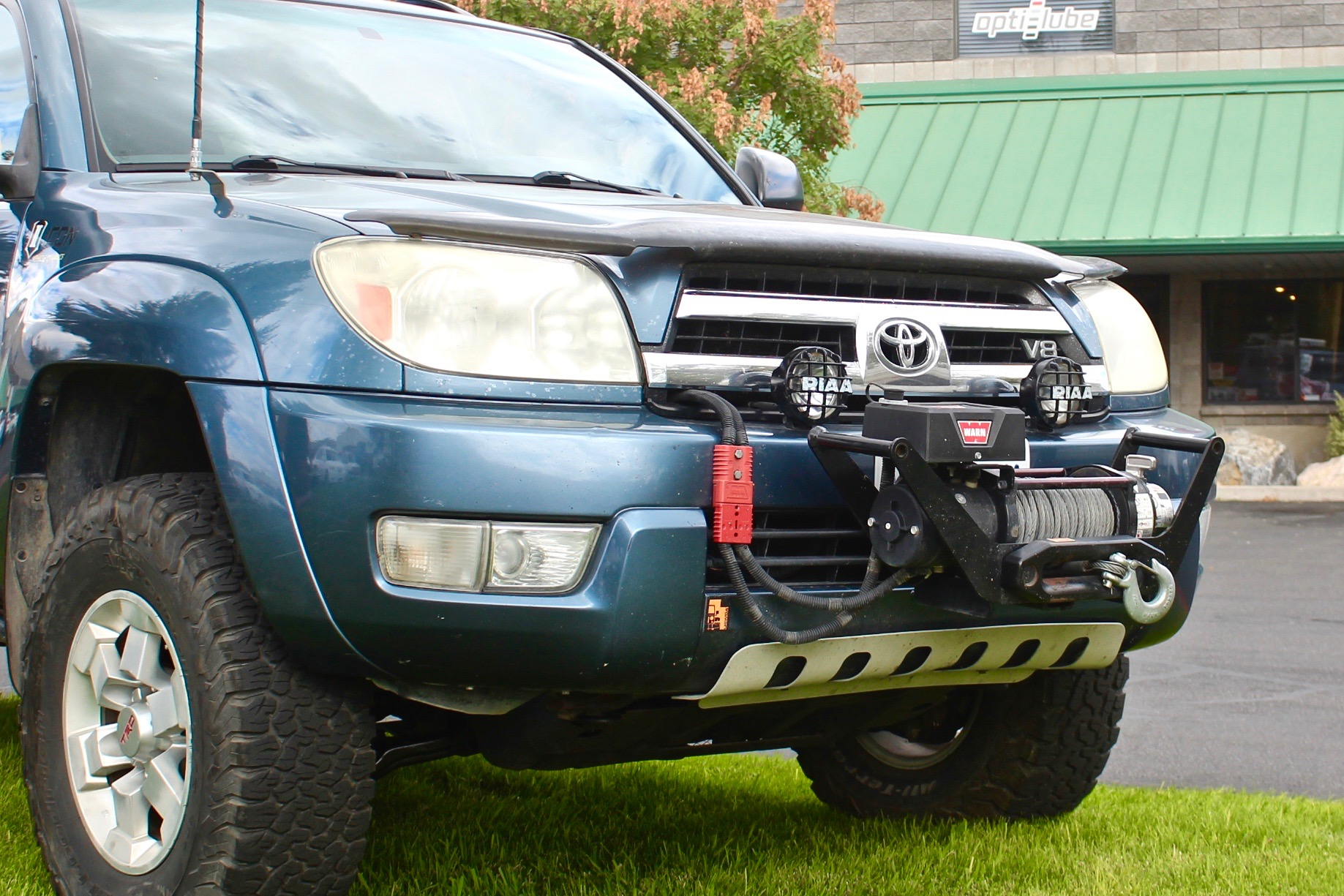 Shane Coles' 2005 Toyota 4Runner with a CBI Receiver and a Warn M8000 winch.
